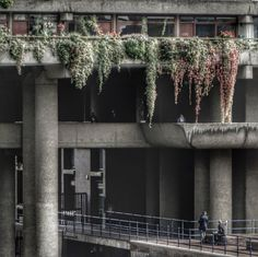 The Barbican Centre is a quiet space in the heart of London. A space to slow down, find a bit of peace and quiet and whole lot of inspiration! Barbican, City Living, Brutalist, London City, Travel Inspiration, Beautiful Homes, Concrete, Centre, Environment
