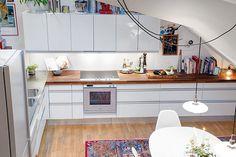 Friendly Nordic Duplex mit einem Chill Out Ambiente Kitchen Inspirations, Creative Interior Design, Interior Decorating, Ikea Design, Home, Kitchen Cabinets, Modern House, House Interior, Home Interior Design