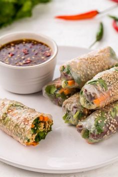 Vietnamese spring rolls with a vegetarian twist, featuring smoked tofu to make delightfully aromatic, crispy, crunchy tofu summer rolls which are vegetarian and vegan. You can make these in the kitche (Vegan Sushi) Raw Food Recipes, Veggie Recipes, Asian Recipes, Vegetarian Recipes, Cooking Recipes, Healthy Recipes, Canapes Recipes, Vegetarian Salad, Vegetarian Italian