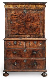 A SMALL QUEEN ANNE WALNUT AND FEATHER-BANDED ESCRETOIRE, early 18th C.