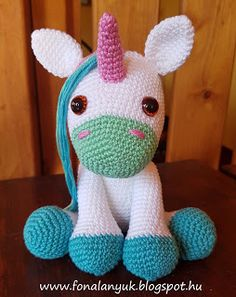 FONAL ANYUK: Horgolt unikornis Crochet Yarn, Diy And Crafts, Dinosaur Stuffed Animal, Lily, Christmas Ornaments, Holiday Decor, Crochet Ideas, Crochet Animal Amigurumi, Free Pattern