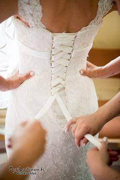 Hääpuku, hääkuvaus, morsian, pukeminen, hääkuvaaja, espoo, pääkaupunki seutu, helsinki, vantaa Lace Wedding, Wedding Dresses, Helsinki, Fashion, Bride Dresses, Moda, Bridal Gowns, Fashion Styles, Weeding Dresses