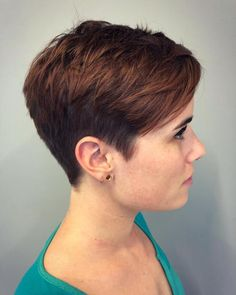 Short Choppy Two-Tier Pixie frisuren frauen frisuren männer hair hair styles hair women Haircut For Older Women, Short Hair Cuts For Women, Short Hairstyles For Women, Short Hair Styles, Short Pixie Haircuts, Haircuts With Bangs, Pixie Hairstyles, Haircut Short, Haircut Styles