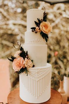 wedding cakes vintage Delicate piping embellishes this magnific. - wedding cakes vintage Delicate piping embellishes this magnificent wedding cake th - Fondant Wedding Cakes, Floral Wedding Cakes, Elegant Wedding Cakes, Wedding Cake Designs, Wedding Cake Toppers, Unique Weddings, Wedding Cake Vintage, Wedding Flowers, Vintage Weddings