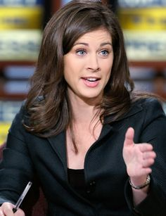 Erin Burnett - Outfront on CNN. Former lacrosse college player turned news anchor Erin Burnett, Female News Anchors, Erin Andrews, Cnn Anchors, Laura Bush, Celebs, Celebrities, Guys And Girls, Cut And Color