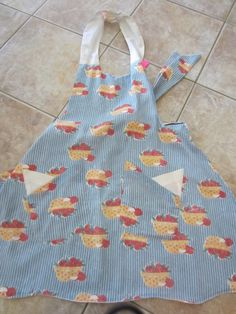 Reversible Apron - Apple Pies And Delicate Beige With Pockets by VioletsKnitwear on Etsy https://www.etsy.com/listing/177655535/reversible-apron-apple-pies-and-delicate