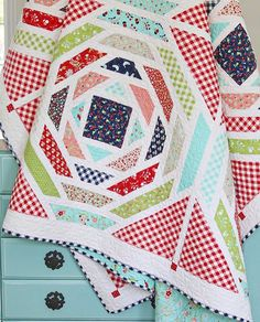 Isn't my mom's new Playful quilt in Vintage Picnic so gorgeous? I want to stop everything and make this. Right now. Wouldn't it be darling scrappy or in Hello Darling? ❤️❤️❤️ @bonniecottonway #vintagepicnicfabric