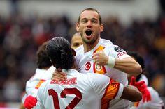 Kayserispor'a açılışı Wesley Sneijder yaptı..