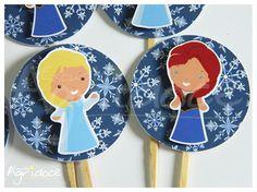 Toppers frozen para decorar cupcakes ou docinhos de festa. <br>Tamanho da arte: 5 cm. <br>Enviamos sortidos nos 2 modelos. <br> <br>Consulte-nos para outros temas e cores.