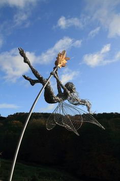 Robin Wight is an British artist uses stainless steel wire to make and form into Beautiful sculpture Fairies . He only started wire sculptures about a Sculpture Metal, Wire Sculptures, Garden Sculpture, Modern Sculpture, Robin Wight, Fantasy Wire, Dragons, Wow Art, Fairy Art