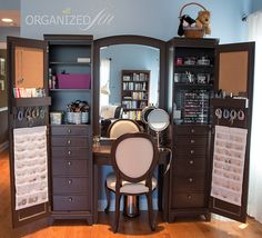 Find Your Fantasy Makeup Room Inspiration Here . Vanity, Decor, Home, Beauty Room, Interior, Vanity Organization, Home Decor, Pretty Neat Living, Room