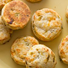 These Hatch Chile and Cheddar Biscuits are perfect for a little snack, or to jazz up your typical dinner rolls. They are super flaky, and freeze well! Green Chili Recipes, Mexican Food Recipes, Recipes Dinner, Fall Recipes, Breakfast Recipes, Bread Recipes, Cooking Recipes, Bisquick Recipes, Hatch Chili