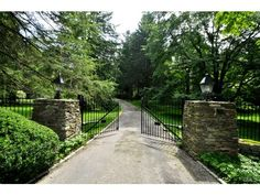 perfect entry gate on this long driveway, east coast green