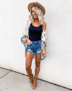 10 Cute Summer Outfits for Women – Easy Ideas to Wear in Summer summer outfits women mom- Here are some of the casual summer outfits women fashionista trends. The cute looking dresses are the current fashion trends among teens. Korean Summer Outfits, Black Summer Outfits, Elegant Summer Outfits, Modest Summer Outfits, Summer Outfit For Teen Girls, Casual Summer Outfits For Women, Stylish Dresses, Spring Outfits, Summer Clothes For Women