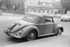 April 1957: Greg Cagle shot this picture of a nice Hebmüller replica in Frankfurt! Thanks Greg for posting it!