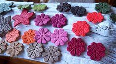 lot de fleurs en cuir pleine peau de chez Hermez multicolore