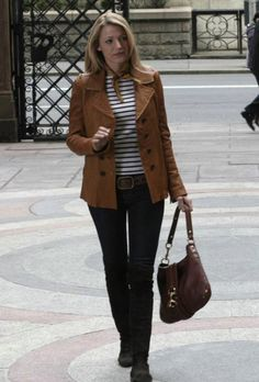 I havent watched gossip girl in a while, but I've always been in love with her style and this outfit from the first episode.