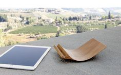 YOHANN – The different stand for the iPad by Sillber