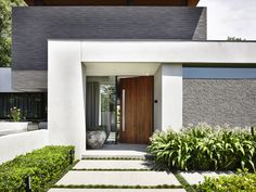 Image 15 of 20 from gallery of Bungalow Court Brighton / Steve Domoney Architecture. Photograph by Derek Swalwell Modern Entrance Door, Entrance Design, House Entrance, Door Design, Exterior Design, House Design, Building A Porch, Building A House, Bungalow