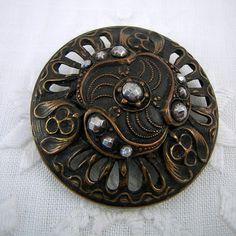 Grand, triade conception, Antique bouton : panneaux ajourés, Rivets en acier graduées, clés de l