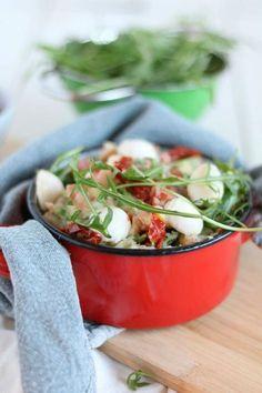 Italiaanse stamppot met rucola, mozzarella, zongedroogde tomaatjes en spekjes