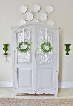 Do you have trouble making up your mind about painting furniture? I do!! And I love that Karianne from Thistlewood Farm shared this post about how she sometimes does too!! Check out her beautiful cabinet makeover here: http://www.thistlewoodfarms.com/painted-gray-armoire