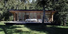 Un clásico de Christensen & Co Arkitekter, arquitectos Daneses.  Construida en medio del bosque, integrada perfectamente en la densa vegetac...
