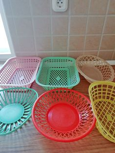 Plastic Baskets, Plastic Laundry Basket, My Childhood Memories, Vintage Kitchen, Apple Watch, Historia, Nostalgia, Pictures, Retro Kitchens