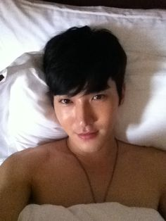 "A morning greeting from Siwon Choi (Super Junior) on his Twitter: ""good morning beautiful world."" Good morning to you too. ;]"