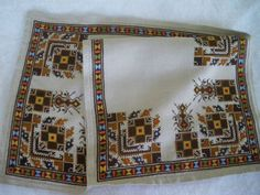 Folk Embroidery, Cross Stitch Embroidery, Rustic Christmas, Diy And Crafts, Traditional, Quilts, Blanket, Bulgarian, Panama