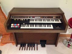 Determined to learn how to play a musical instrument this year? This Hammond organ is FREE - bag a bargain and get tickling the ivories!
