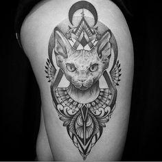 Artfusion feito pelos artistas @bernardo_art e @brunandradetatto na King Seven Tattoo Barra! #electricink #stenciltransfermboah #mboah #king7tattoo #kingseventattoobarra #barra #blackwork #cat #sphynx #sphynxcat #cattattoo #tattoo #ornaments #mandala
