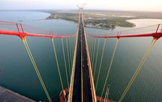 The bridge linking Maputo to Catembe in Mozambique will only be delivered to the government at the end of June, said the spokesperson for the Council of Ministers quoted by O País newspaper. Maputo, Macau, African Countries, Countries Of The World, Rickety Bridge, Public Knowledge, Kwazulu Natal, Suspension Bridge, New Tricks