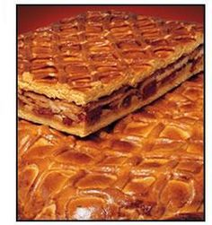 Typical dishes of Spain: Hornazo de Salamanca Spanish Cuisine, Spanish Dishes, Spanish Food, Spanish Recipes, Beignets, Tacos And Burritos, Berry Cake, Mouth Watering Food, Portuguese Recipes