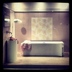 Δημιουργίες των εκθέσεων μας στην Ανθούσα, Πειραιά και Χαϊδάρι. Μπάνιο Ανθούσας. Μάθετε περισσότερα στο www.kypriotis.gr - #kypriotis #kipriotis #plakakia #plakidia #anakainisi #athens #ellada #greece #hellas #banio #dapedo Corner Bathtub, Bathroom, Home, Washroom, Full Bath, Ad Home, Homes, Bath, Bathrooms