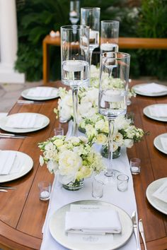 Simple, elegant wedding flowers by Elena Damy #destinationweddings #loscabos #lowcenterpieces #mexicoweddings