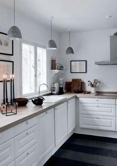 Si vous aussi vous aimez (a la folie !) les cuisines rustiques mais chic, cet article devrait vous plaire ! Vous avez une vielle cuisine et souhaitez lui donner un petit coup de jeune à petits prix…