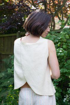 Split Back Linen Tank Tutorial-saved to Dropbox Diy Clothing, Sewing Clothes, Fashion Sewing, Diy Fashion, Sewing Patterns Free, Clothing Patterns, Blouse Pattern Free, Free Pattern, Dress Making Patterns