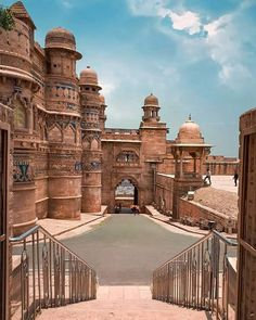 Gwalior Fort is a hill fort near Gwalior, Madhya Pradesh, central India. The fort has existed at least since the ce Architecture Antique, Indian Temple Architecture, India Architecture, Beautiful Architecture, Cultural Architecture, Places To Travel, Places To Visit, Amazing India, History Of India