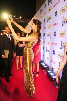 Deepika Padukone taking a selfie at the Filmfare Awards. #Style #Bollywood #Fashion #Beauty