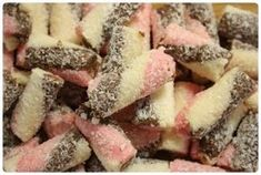 Kokosové suky Sweet Desserts, Sweet Recipes, Cooking Cookies, Cake Cookies, Christmas Cookies, Fudge, Caramel, Food And Drink, Gluten Free