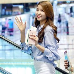 Imagine seeing Sowon at the mall @gfriendintl @eunhadaily