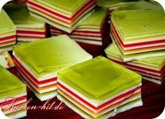 Rezept für eine leichten und ausgefallenen Sommerkuchen aus Götterspeise- perfekt für heiße Sommertage. Ein Wackelpudding Kuchen ohne Backen auch als kindergeburtstagskuchen geeignet.