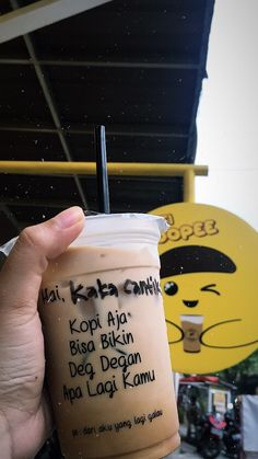 Iced Coffee, Coffee Shop, Food N, Food And Drink, Bebidas Do Starbucks, Snap Food, Drinking Quotes, Food Snapchat, Coffee Quotes