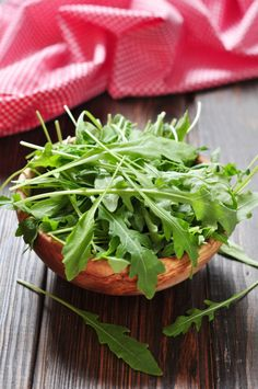 Know about Rocket Leaves in English and known as Tara Mira in Hindi. Rocket Leaves or Tara Mira nutritional facts and food recipes which use Rocket Leaves. Arugula Recipes, Healthy Salad Recipes, Cereals And Pulses, Cottage Cheese Salad, Honey Mustard Dressing, Starchy Vegetables, Lettuce Leaves, Eating Raw, How To Make Salad