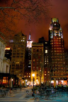 Bryant Park and Empire State Building by night42nd Street, between 5th and 6th Avenue