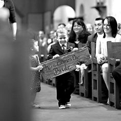 Most adorable way to announce the bride coming down the aisle.  Now if only you can get a ring bearer and flower girl to cooperate this well...