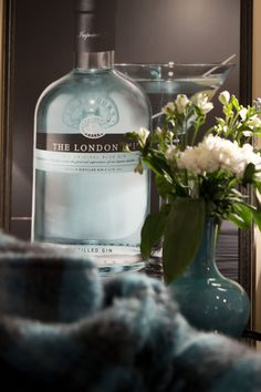 #gin #blue #blanket #decor #martini