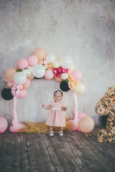 Girl birthday balloon decoration to organize a fun party Birthday Balloon Decorations, Kids Party Decorations, Birthday Balloons, Party Ideas, Birthday Backdrop, Baby Birthday, First Birthday Parties, First Birthdays, Girl Decor