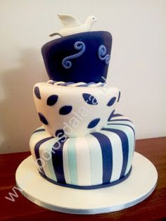 Wonky cake with three layers, blue and white, perfect for baptism :) Lara's cakes (Bolos da Lara)